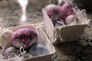 tie dyeing eggs | polka dots and picket fences