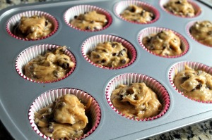 peanut butter chocolate chip muffins | polka dots and picket fences