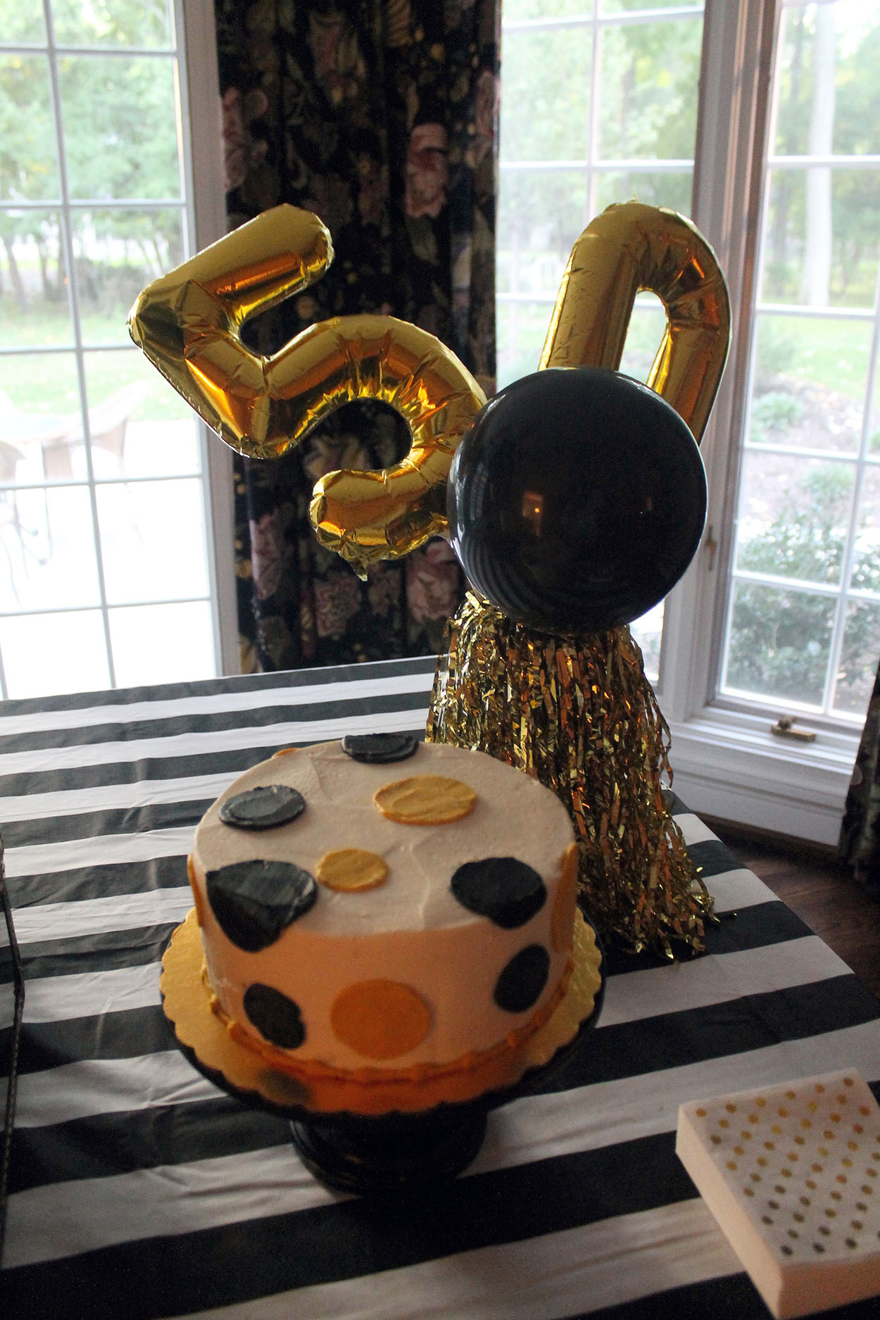 The Chandelier Over Table Was Decorated With Black White And Gold Poufs A Fun Touch To Add More Of Those Colors Cake Display
